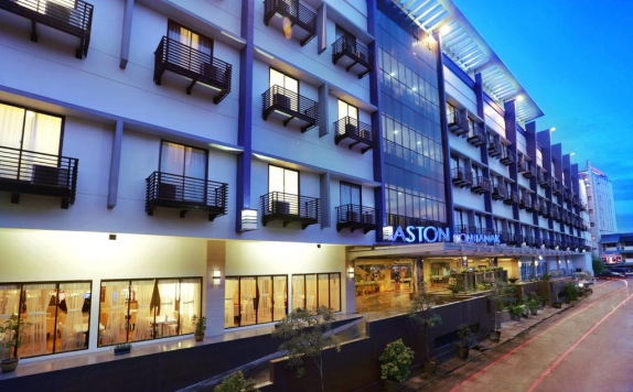 eksterior di Aston Pontianak Hotel and Convention Center