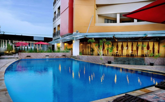 swimming pool di Aston Pontianak Hotel and Convention Center