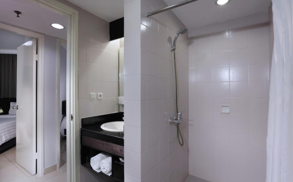 Bathroom di Aston Rasuna