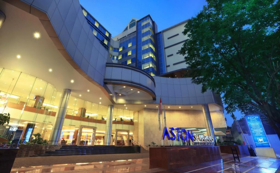 Front View di Aston Semarang Hotel and Convention Center