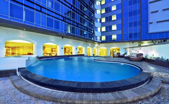 Swimming Pool di Aston Semarang Hotel and Convention Center