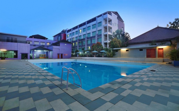 Swimming Pool di Aston Tanjung City Hotel