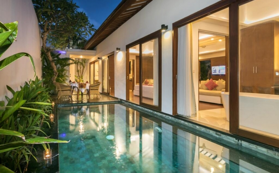 Swimming Pool di Asuri Bali Villas Kuta