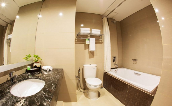 Bathroom di Atrium Premiere Hotel – Yogyakarta ( ex. Red Dot By Horison)