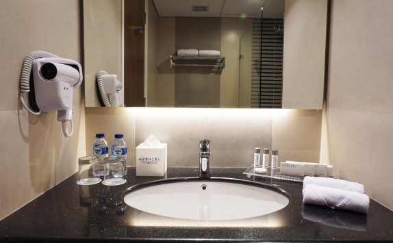 Restroom di Avenzel Hotel and Convention