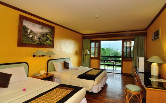 guest room twin bed di Handara Golf & Resort Bali