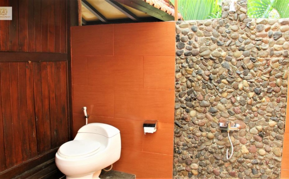 Bathroom di Bali Nibbana Resort