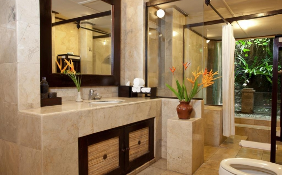 Bathroom di Barong Resort Bali