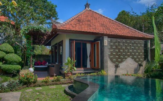 Swimming Pool di Baruna Sari Villa