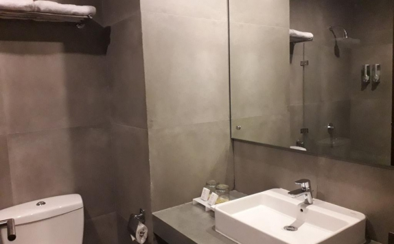 Tampilan Bathroom Hotel di BeSS Resort & Waterpark Hotel and Convention