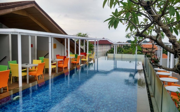 Swimming Pool di Best Western Kuta Beach