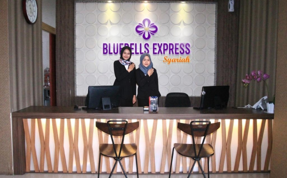 Receptionist di Bluebells Express Hotel