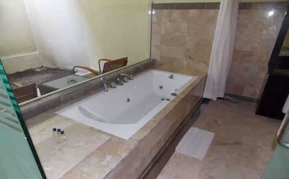 Deluxe Bathroom di Blue Point Bay Villas & Spa