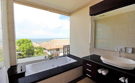 Junior Suite Bathroom di Blue Point Bay Villas & Spa