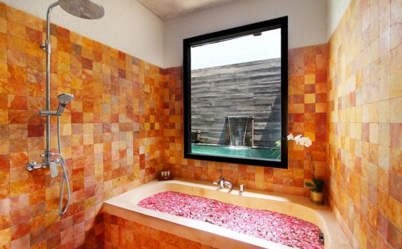 Bathroom di Bracha Villas