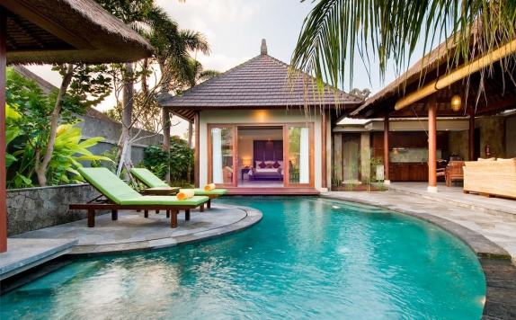 Swimming pool di Bumi Linggah The Pratama Villas
