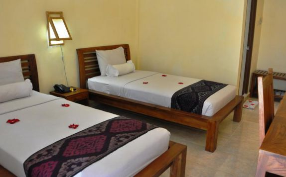 guest room twin bed di Casa Ganesha Ubud