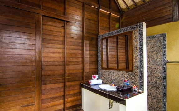 Bathroom di Cassava Lembongan Bungalows