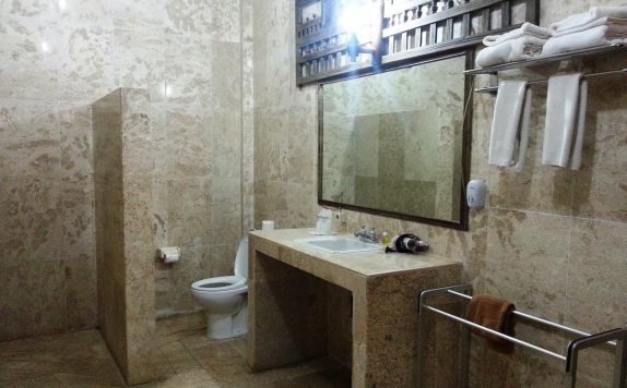 Bathroom di Cendana Resort & Spa