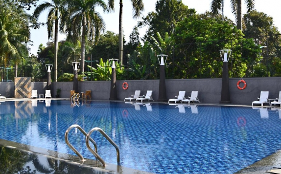 Swimming pool di Century Park Hotel