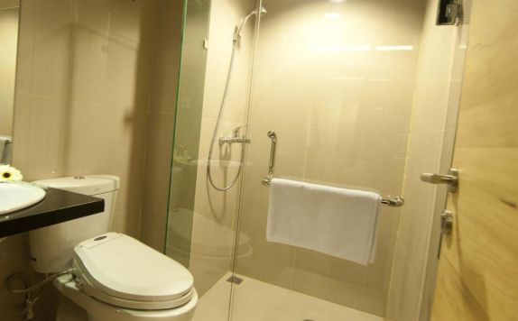 bathroom di Chara Hotel