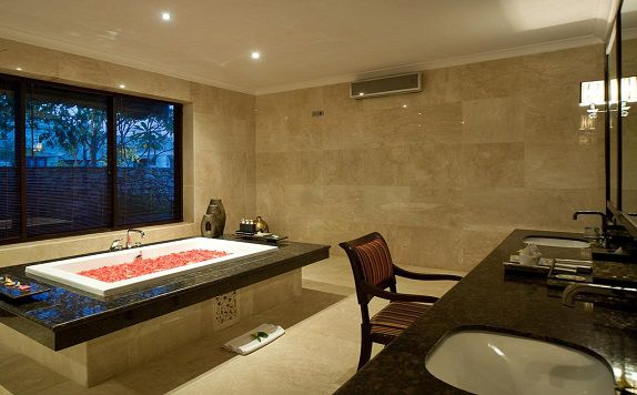 BathRoom di Chateau de Bali Ungasan Boutique Villas and Spa