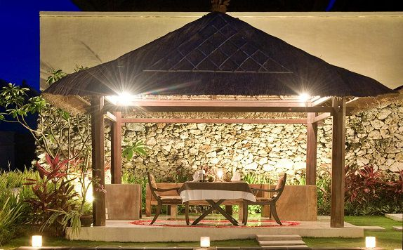 Dining di Chateau de Bali Ungasan Boutique Villas and Spa
