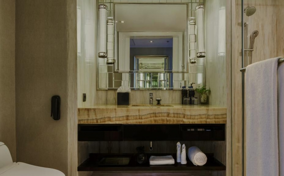 Tampilan Bathroom Hotel di Ciputra Golf & Family Club