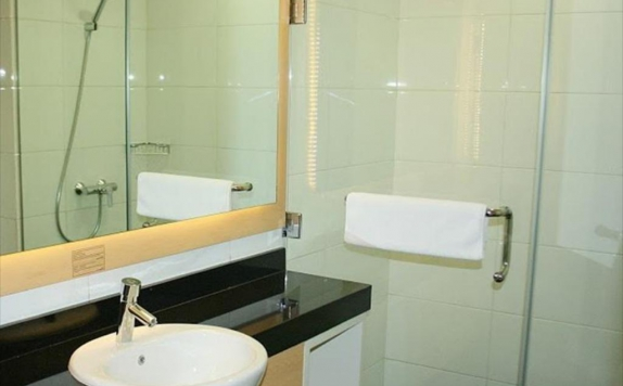 Bathroom di CitiHub Hotel @Arjuna
