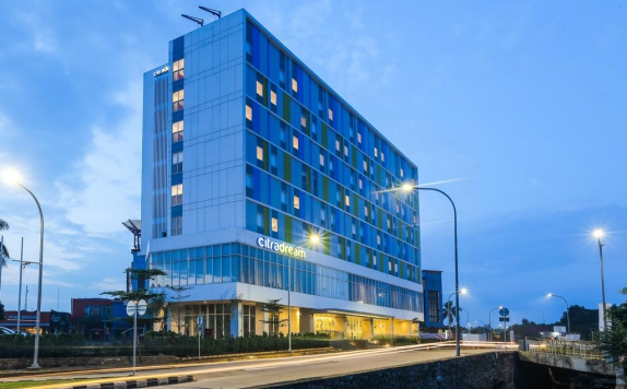 front view di Citradream Hotel Bintaro