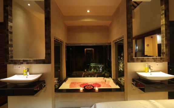 Bathroom di CK Luxury Villas Bali