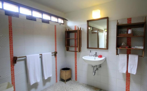 Bathroom di Cocotinos A Boutique Dive Resort & Spa
