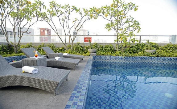 swiming pool di Crown Prince Surabaya
