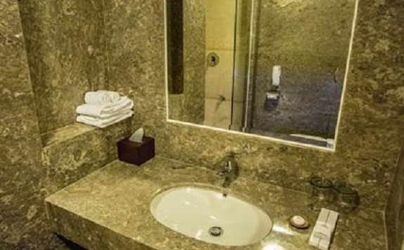 Bathroom di Crown Victoria Hotel