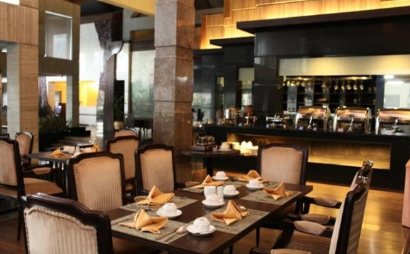 Restaurant di Crown Victoria Hotel