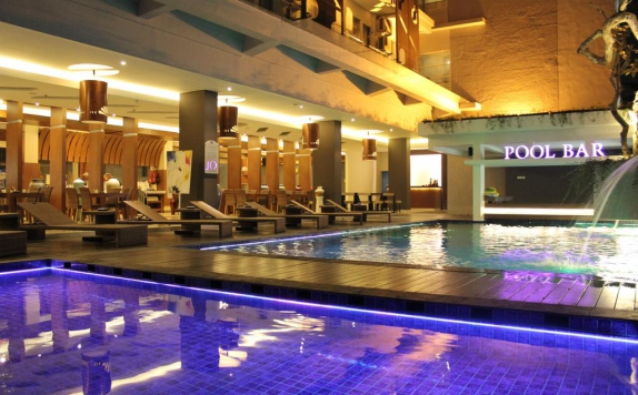 Swimming Pool di Crystal Lotus Hotel Yogyakarta