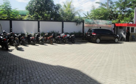 Area Parking di D Blitz Hotel