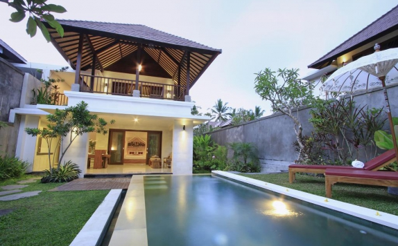 Outdoor Pool Hotel di Dedari Kriyamaha Villas