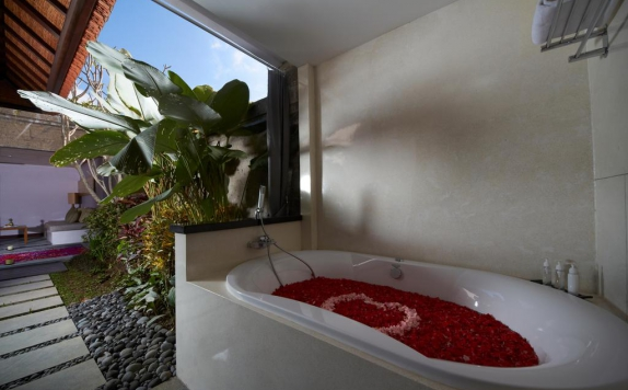Bathroom di De Uma Lokha Luxury Villas and Spa