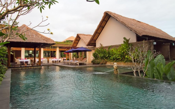 Swimming pool di De Uma Lokha Luxury Villas and Spa
