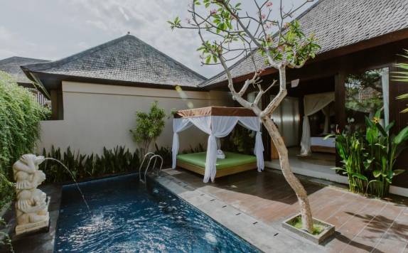 Outdoor Pool Hotel di D Nusa Beach Club and Resort