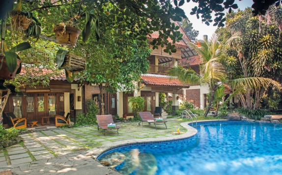 Swimming Pool di Duta Garden Hotel