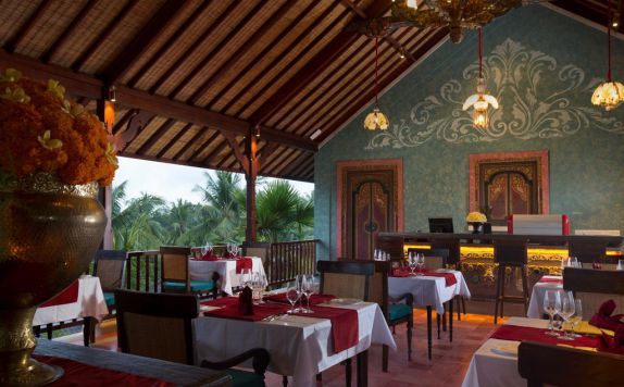 restaurant di Dwaraka The Royal Villas