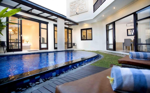 Swimming Pool di D'Wina Villa Kuta