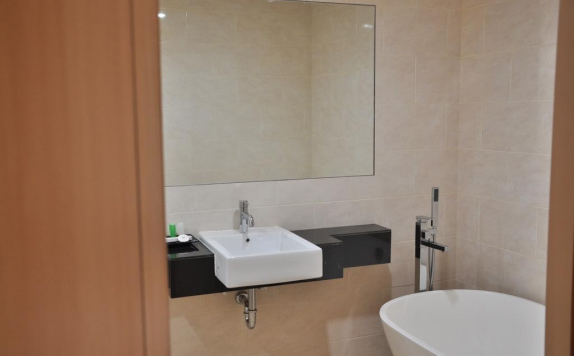 Bathroom di Emerald Hotel