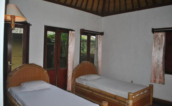 Guest Room ( Twin Bed) di Enjung Beji Resort