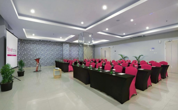 Meeting room di Favehotel Ahmad Yani Banjarmasin