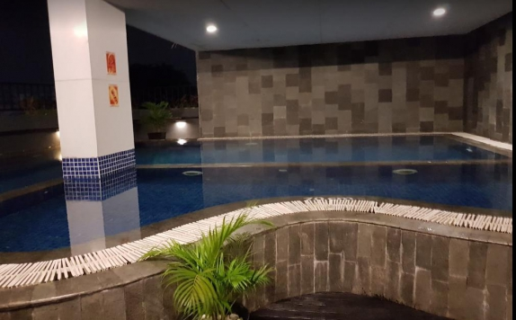 swimming pool di Favehotel Palembang