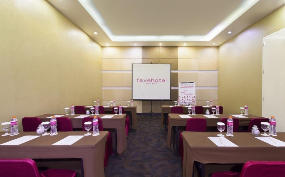 meeting room di Favehotel Solo Baru