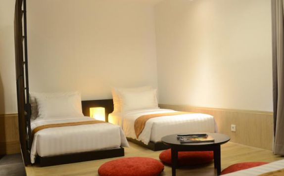 guest room twin bed di Fontana Hotel Bali